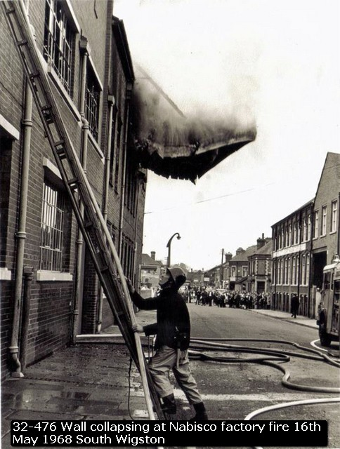 32-476 Wall collapsing at Nabisco factory fire 16th May 1968 South Wigston
